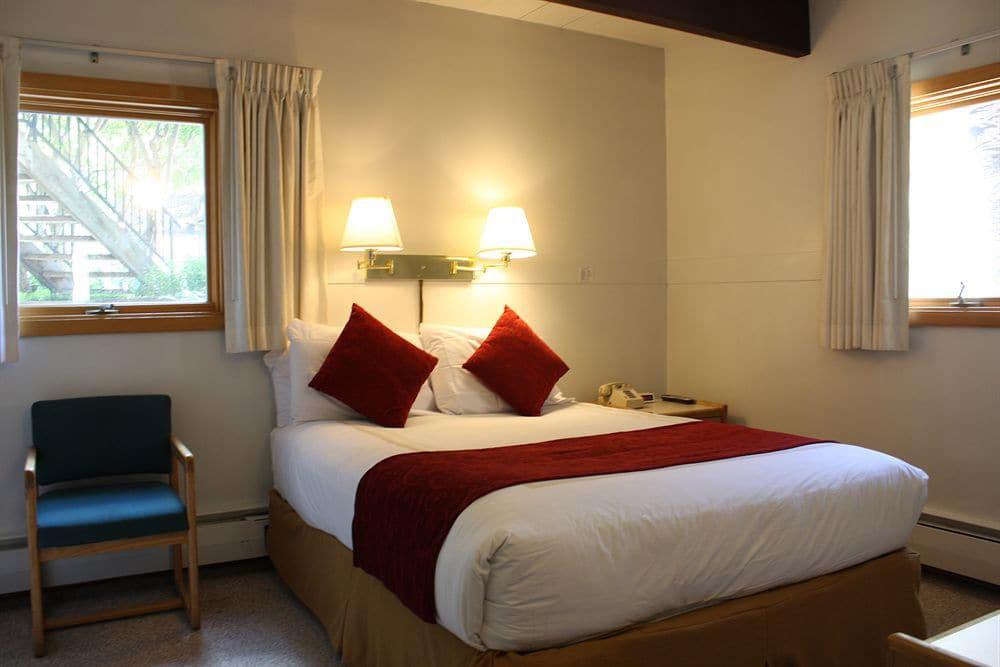 St Moritz Lodge & Condominiums Ski Deals